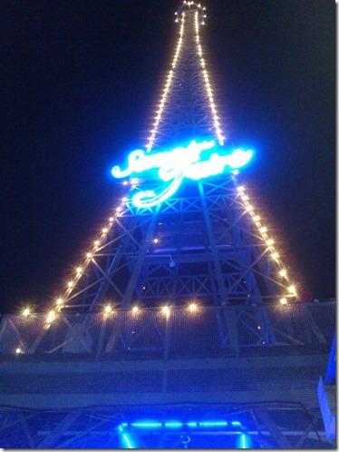 Mini Eiffel Tower at Rue de Paris, Park Rd Mitlon. Photo by Nic Freeman